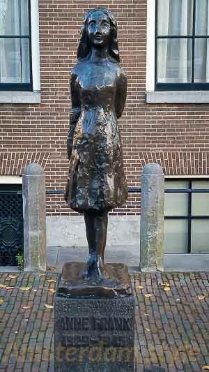 La statue d'Anne Frank à Amsterdam