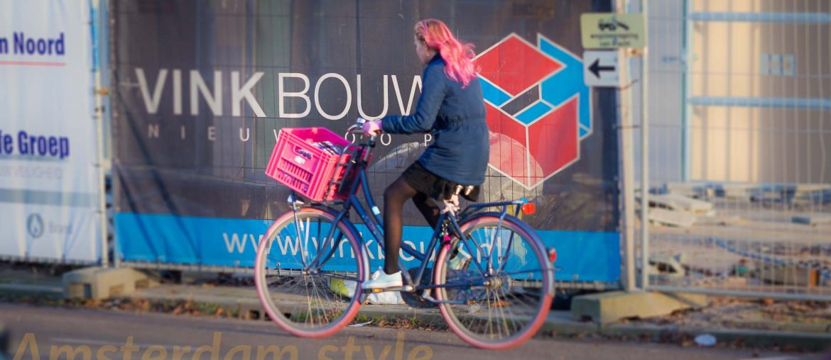 The cyclist with pink hair and a pink bike