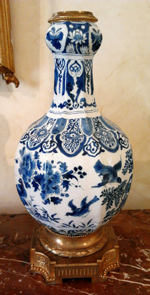 Delft earthenware lamp